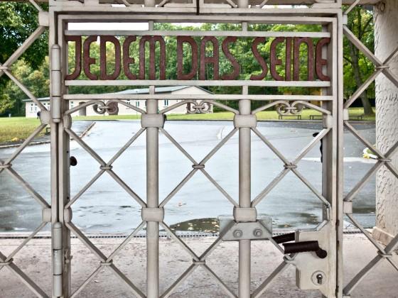 Eingang zum KZ Buchenwald bei Weimar